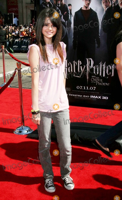 Selena Gomez Photo - Us Premiere of Harry Potter and the Order of the Phoenix Graumans Chinese Theatre Hollywood CA 07-08-07 Selena Gomez Photo Clinton H Wallace-photomundo-Globe Photos Inc