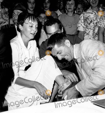 Aaron Spelling Photo - Aaron Spelling with Carolyn Jones 07-14-1960 B556-6d Supplied by Globe Photos Inc
