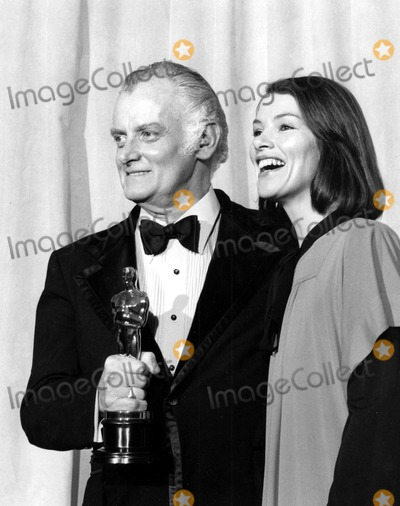 Art Carney Photo - Art Carney and Glenda Jackson at the Academy Awards 1975 9889 Phil RoachipolGlobe Photos Inc