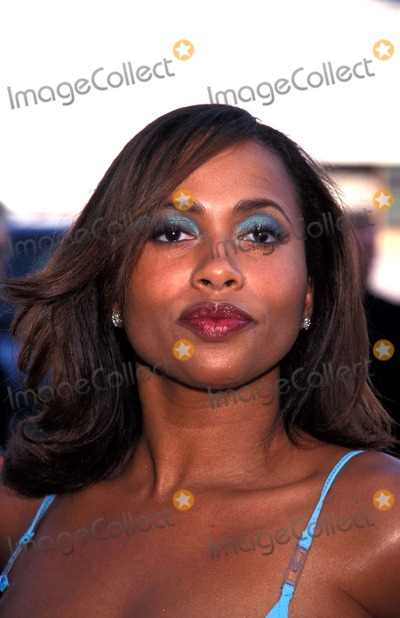 Lisa Nicole Carson Photo - 13th Soul Train Awards Shrine Auditorium Los Angeles CA 03-26-1999 Lisa Nicole Carson Photo by Lisa Rose-Globe Photos