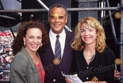 Harry Belafonte Photo - Valerie Harper with Jill Clayburgh and Harry Belafonte 1990 Save the Children Rally A6571 Photo by Adam Scull-Globe Photos Inc