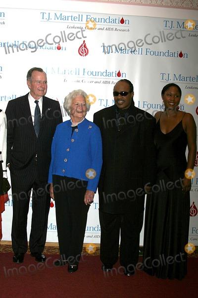 Aisha Morris Photo - the 29th Annual Tj Martell Foundation Award Gala Hilton Hotel New York City 05272004 Photo John Barrett  Globe Photos Inc 2004 George and Barbara Bush with Stevie Wonder and Aisha Morris