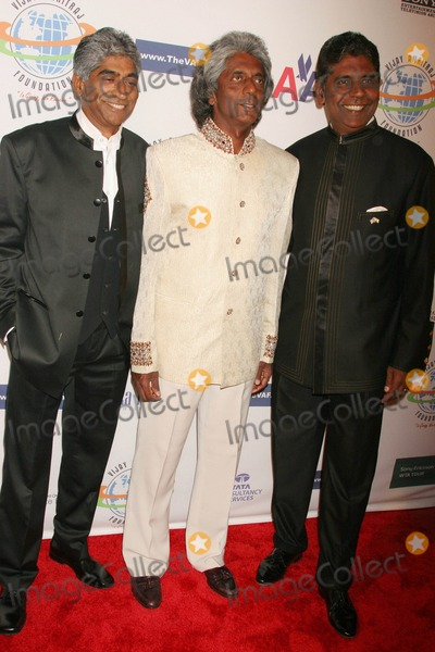 Ashok Amritraj Photo - the Vijay Amritraj Foundation 2008 Gala Banquet Four Seasonsbeverly Wilshire Hotel Beverly Hills California 10-18-2008 Ashok Amritraj Anand Amritraj and Vijay Amritraj Photo Clinton H Wallace-photomundo-Globe Photos Inc