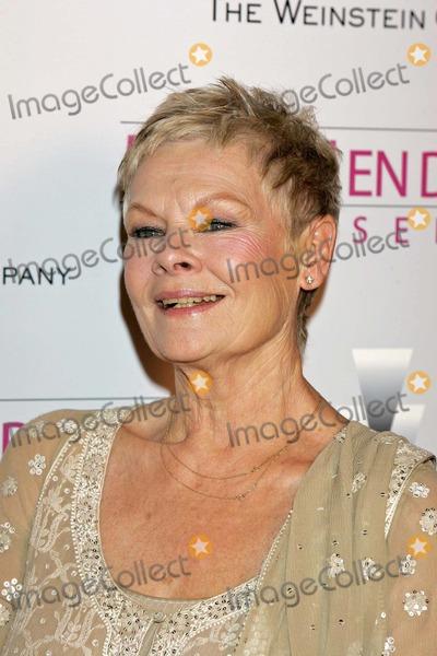 Judi Dench Photo - Dame Judi Dench Mrs Henderson Presents Premiere Beverly Hills CA 05-05-2005 Roger Harvey-Globe Photos Inc