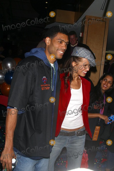 Allan Houston Photo - Knicks Bowl 4 - the New York Knicks Annual Fundraiser to Benefit the Red Holzman Knicks Cheering For Kids Foundation at Chelsea Piers Lanes in New York City 03123003 Photo by John BarrettGlobe Photos Inc 2003 Allan Houston and Petra Nemcova