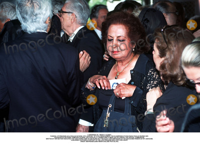 As Yet Photo - IMAPRESS PH  BENITO  CLEMOTFUNERAL OF PRINCESS LEILA PAHLAVI IN PARIS 16TH JUNE 2001 IN TOTAL BEREAVEMENT THE EX-EMPRESS OF IRAN FARAH PAHLAVI BURIED HER DAUGHTER IN THE PASSY CEMETERY IN PARIS LEILA PAHLAVI 31 PASSED AWAY A WEEK AGO IN LONDON THE OFFICIAL COMMUNIQUE WRITTEN BY HER MOTHER INDICATED THAT SHE PASSED AWAY IN HER SLEEP BUT THE EXACT CIRCUMSTANCES OF THE DEACEASED REMAIN AS YET UNKNOWNA MOURNER CLUTCHES A PORTRAIT OF THE LATE PRINCESS LEILA ONTO HER HEARTCREDIT IMAPRESSCLEMOTBENITOGLOBE PHOTOS INC