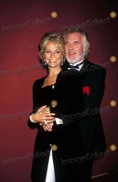 Kenny Rogers Photo - Kenny Rogers and Wife Marianne International Emmys L0805 11191990 Photo by Michael FergusonGlobe Photos Inc Kennyrogersretro