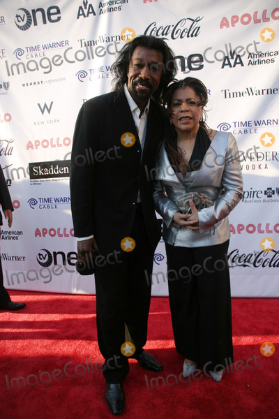 Ashford and Simpson Photo - Apollo Hall of Fame Induction Ceremony Apollo Theatre New York City 06-01-2008 Photo by Barry Talesnick-ipol-Globe Photos Nick Ashford and Valerie Simpson