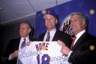 Art Howe Photo - NY Mets Presser For Their New Manager Art Howe at Shea Stadium NY 102802 Photo by Mitchell LevyGlobe Photos Inc 2002 Fred Wilpon Art Howe Steve Phillips