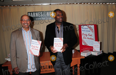 Bob Gibson Photo - Reggie Jackson and Bob Gibson Sign Copies of Their New Book Sixty Feet Six Inches at Barnes and Noble New York City 09-29-2009 Photo by Ken Babolocsay-ipol-Globe Photos Inc 2009 Reggie Jackson and Bob Gibson