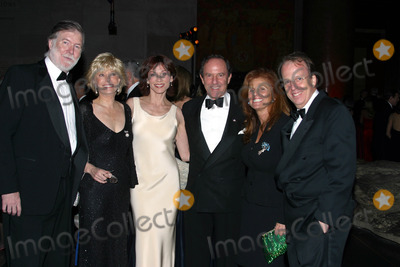 Aaron Latham Photo - I7188CHWTHE MUSEUM BALL 2002TO BENEFIT THE AMERICAN MUSEUM OF NATURAL HISTORY S EDUCATIONAL PROGRAMMING HELD AT THE AMERICAN MUSEUM  OF NATURAL HISTORY IN  NEW YORK CITY 11212002PHOTO BY CLINTON H WALLACEIPOLGLOBE PHOTOS INC  2002AARON LATHAM LESLIE  STAHL MARILU HENNER AND MORT ZUCKERMAN