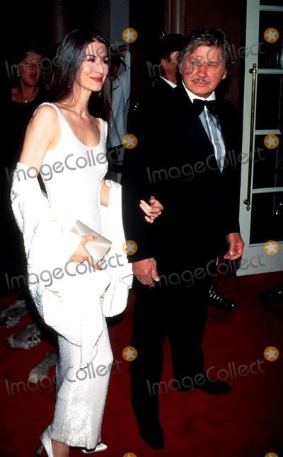 Kim Weeks Photo - 1995 Irish Honor Liam Neeson Charles Bronson_kim Weeks Photo by Milan RybaGlobe Photosinc Charlesbronsonretro