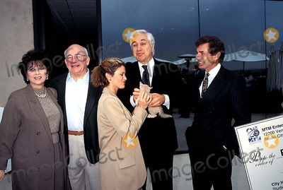 Stephanie Zimbalist Photo - Mtm 25th Anniversary Suzanne Pleshette Ed Asner  Stephanie Zimbalist  Tony Thomopoulos David Birney Photo Fitzroy Barrett - Globe Photos Inc 1995 Suzannepleshetteretro