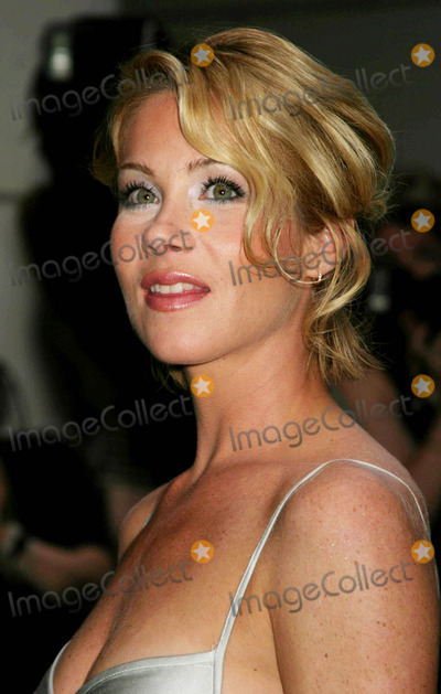 Christina Applegate Photo - Special Screening of Anchorman the Legend of Ron Burgundy at the Museum of Televisi0n and Radio  New York City 07072004 Photo by Paul SchmulbachGlobe Photosinc Christina Applegate