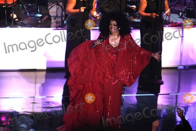 Count Basie Photo - Diana Ross Performs in First Concert of New Tour at Count Basie Theatre in Red Bank  New Jersey 05-18-2010 Photo by John BarrettGlobe Photos Inc 2010