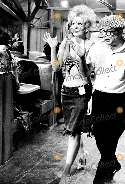 Kim Novak Photo - Billy Wilder and Kim Novak on the Set of Kiss ME Stupid Globe Photos Inc