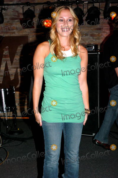 Toby Lightman Photo - Covergirl and Queen Latifah Hit a High Note For Charity First-ever Cosmetic Record Label That Gives Back Cg Vibes at Crash Mansion at Blvd New York City 07152004 Photo by John KrondesGlobe Photosinc Toby Lightman