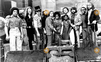 Jeff Baxter Photo - THE DOOBIE BROTHERS ON WHATS HAPPENINGHAYWOOD NELSON FRED BERRY PAT SIMMONS JOHN HARTMAN JEFF BAXTER BOBBY LAKIND SHIRLEY HEMPHILL DANIELLE SPENCER TIRAN PORTER MICHAEL MCDONALD ERNIE THOMAS AND KEITH KNUDSEN19781970SSUPPLIED BY SMPGLOBE PHOTOS INCKEITHKNUDSENRETRO