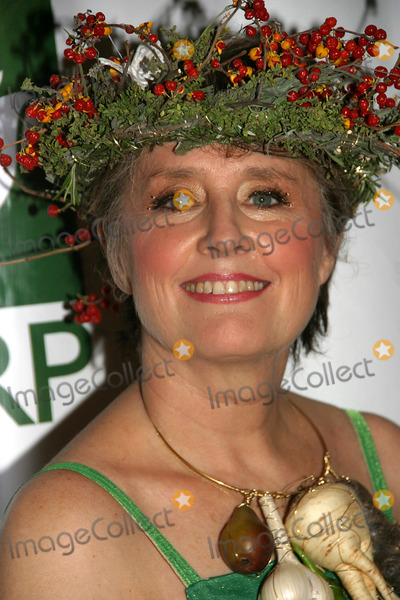Alice Waters Photo - Hulaween-bette Midlers NY Restoration Project Honors Chef Alice Waters at Benefit Gala the Waldorf Astoria Hotel NYC October 31 2008 Photo by Barry Talesnick-ipol-Globe Photos Alice Waters