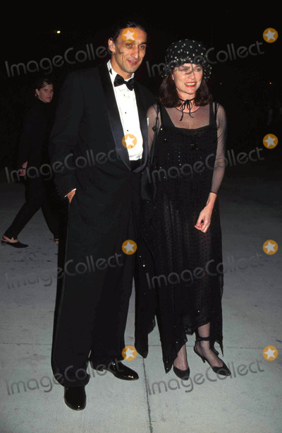 Jackie Bisset Photo - -27-1995 Academy Award Party at Mortons ( Jacqueline ) Jackie Bisset and Husband Photo Byhutchins-michelson-Globe Photos Inc