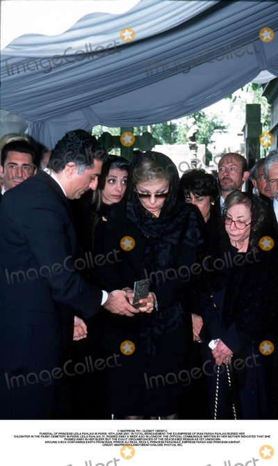 Prince Ali Photo - IMAPRESS PH  CLEMOT  BENITOFUNERAL OF PRINCESS LEILA PAHLAVI IN PARIS 16TH JUNE 2001 IN TOTAL BEREAVEMENT THE EX-EMPRESS OF IRAN FARAH PAHLAVI BURIED HER DAUGHTER IN THE PASSY CEMETERY IN PARIS LEILA PAHLAVI 31 PASSED AWAY A WEEK AGO IN LONDON THE OFFICIAL COMMUNIQUE WRITTEN BY HER MOTHER INDICATED THAT SHE PASSED AWAY IN HER SLEEP BUT THE EXACT CIRCUMSTANCES OF THE DEACEASED REMAIN AS YET UNKNOWNAROUND A BOX CONTAINING EARTH FROM IRAN PRINCE ALI REZA REZA II PRINCESS FARAHNAZ EMPRESS FARAH AND PRINCESS ASHRAFCREDIT IMAPRESSCLEMOTBENITOGLOBE PHOTOS INC