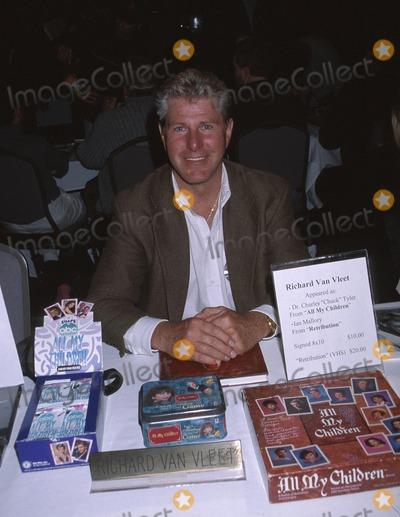 Richard Van VLEET Photo -  Hollywood Collectors Show Beverly Garland Hotel North Hollywood CA 01192002 Richard Van Vleet Photo by Ed GellerGlobe Photosinc