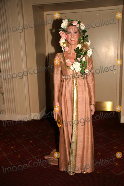 Alice Waters Photo - Hulaween-bette Midlers NY Restoration Project Honors Chef Alice Waters at Benefit Gala the Waldorf Astoria Hotel NYC October 31 2008 Photo by Barry Talesnick-ipol-Globe Photos Sandra Lee