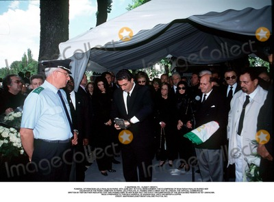 As Yet Photo - IMAPRESS PH  CLEMOT  BENITOFUNERAL OF PRINCESS LEILA PAHLAVI IN PARIS 16TH JUNE 2001 IN TOTAL BEREAVEMENT THE EX-EMPRESS OF IRAN FARAH PAHLAVI BURIED HER DAUGHTER IN THE PASSY CEMETERY IN PARIS LEILA PAHLAVI 31 PASSED AWAY A WEEK AGO IN LONDON THE OFFICIAL COMMUNIQUE WRITTEN BY HER MOTHER INDICATED THAT SHE PASSED AWAY IN HER SLEEP BUT THE EXACT CIRCUMSTANCES OF THE DEACEASED REMAIN AS YET UNKNOWNREZA II PREPARES TO THROW A HANDFUL OF IRANIAN SOIL ONTO HIS SISTERS COFFINCREDIT IMAPRESSCLEMOTBENITOGLOBE PHOTOS INC