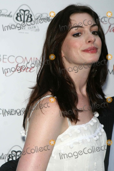 Anne Hathway Photo - Anne Hathaway K54002jbb the Cinema Society and Wall St Journal Host a Screening of Becomimg Jane East Hamption Date 07-28-07 Photos by John Barrett-Globe Photosinc