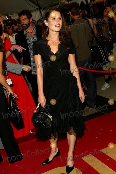 Robin Tunney Photo - Femme Fatale Gala Premiere at the Toronto International Film Festival at the Roy Thomson Hall Toronto Canada Robin Tunney Photo by Fitzroy Barrett  Globe Photos Inc 9-14-2002 K26026fb (D)