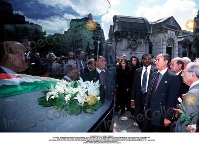 As Yet Photo - IMAPRESS PH  CLEMOT  BENITOFUNERAL OF PRINCESS LEILA PAHLAVI IN PARIS 16TH JUNE 2001 IN TOTAL BEREAVEMENT THE EX-EMPRESS OF IRAN FARAH PAHLAVI BURIED HER DAUGHTER IN THE PASSY CEMETERY IN PARIS LEILA PAHLAVI 31 PASSED AWAY A WEEK AGO IN LONDON THE OFFICIAL COMMUNIQUE WRITTEN BY HER MOTHER INDICATED THAT SHE PASSED AWAY IN HER SLEEP BUT THE EXACT CIRCUMSTANCES OF THE DEACEASED REMAIN AS YET UNKNOWNPRINCESS YASMINE WITH PRINCESS FARAHNAZCREDIT IMAPRESSCLEMOTBENITOGLOBE PHOTOS INC
