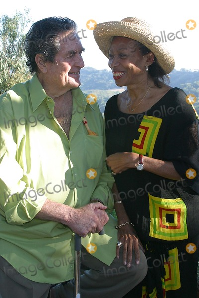 Altovise Davis Photo - Hugh Obriens 80th Birthday Celebration Benedict Canyon Beverly Hills CA 06-23-2005 Photo ClintonhwallacephotomundoGlobe Photos Inc Hugh Obrien and Altovise Davis - Widow of Sammy Davis Jr