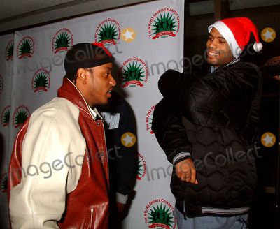 Allan Houston Photo - New York Giants Michael Barrow Hosted 2nd Annual Nynj Sports Celebrity Carnival at Madison Square Gardenplay by Play in New York City 12152003 Photo Bymitchell LevyrangefindersGlobe Photos Inc 2003 Santana Moss and Allan Houston