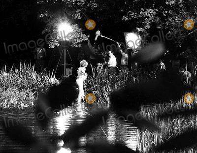 Kim Novak Photo - Kim Novak on the Set of Moll Flanders 921964 Supplied by Globe Photos Inc Kimnovakretro