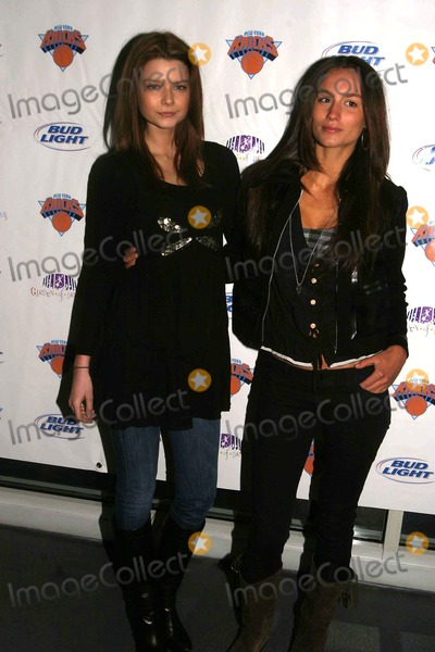 Amelia Jennings Photo - NEW YORK KNICKS PLAYERS AND MODELS MINGLE AT THE 6TH ANNUAL KNICKS BOWL FUNDRAISER TO BENEFIT CHILDREN IN CRISIS IN THE TRI-STATE AREA AT AMF CHELSEA PIERS LANECHELSEA PIERS  03-08-2007PHOTOS BY RICK MACKLER RANGEFINDER-GLOBE PHOTOS INC2007NEW YORK KNICKS PLAYERS AND MODELS  AT THE 6TH ANNUAL KNICKS BOWL FUNDRAISER K52514RMLIZZY BARTER AMELIA JENNINGS