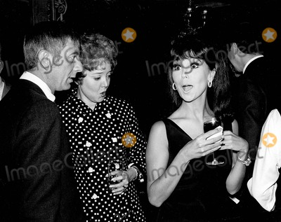 Aaron Spelling Photo - Aaron Spelling with Carolyn Jones and Marlo Thomas at Abc Harold Robbins the Survivors Cocktail Party Supplied by Smp-Globe Photos Inc
