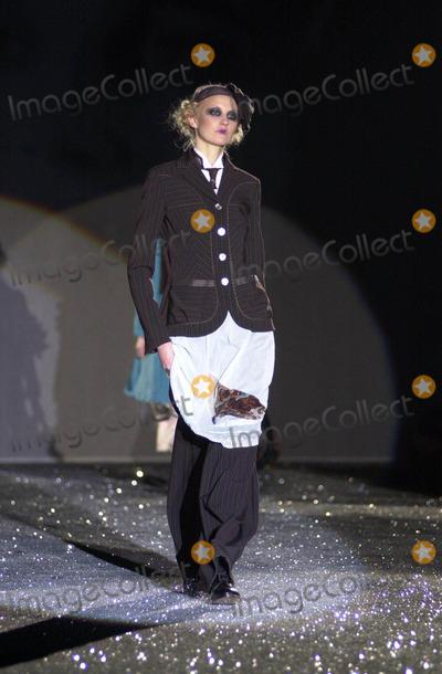 Antonio Marras Photo - Angela CaterisanolapresseGlobe Photos Inc K35861 Milano 02282004 Moda Donna Autunno Inverno 2005 Sfilata Antonio Marras