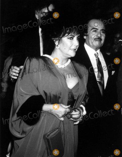 Adnan Khashoggi Photo - Elizabeth Taylor and Adnan Khashoggi J BarrettGlobe Photos Inc