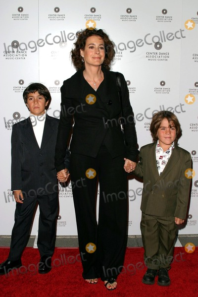 Sean Young Photo - New York City Ballet Opening Night at the Dorothy Chandler Pavilion Downtown Los Angeles California 10082004 Photo by Kathryn IndiekGlobe Photos Inc 2004 Sean Young and Sons Quinn and Rio