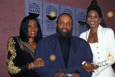 Andre Crouch Photo - Iaaam Foundation 06031994 Photo James M Kelly Globe Photos Inc 1994 Sandra with Andre Crouch and Yolanda Adams Harpo