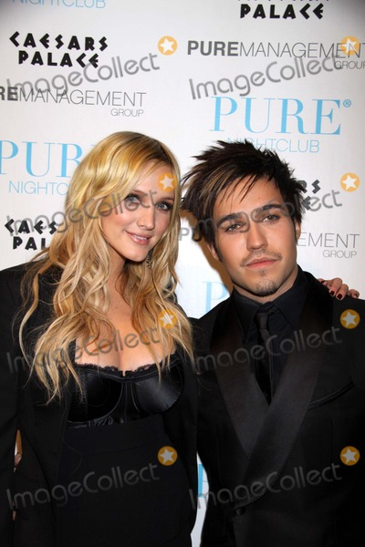 Ashlee Simpson-Wentz Photo - New Years Eve Celebration at Pure Nightclub in Las Vegas Pure Nightclub Caesars Palace Hotel and Casino Las Vegas NV 123108 Photo by Ed Geller-Globe Photos Inc 2008 K60553eg Ashlee Simpson and Pete Wentz