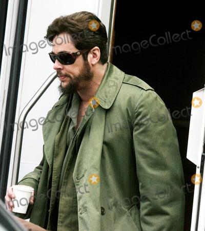 Ernesto Che Guevara Photo - Benicio Del Toro Filming Che About Cuban Revolutionary Ernesto Che Guevara 103st and 5th Ave  New York City 01-25-2006 Photo by John Barrett-Globe Photosinc Benicio Del Toro