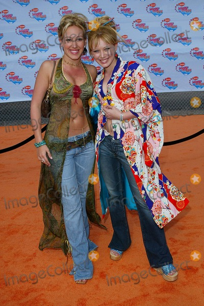 Hilary Duff Photo - Nickelodeons 2002 Kids Choice Awards at Barker Hanger Santa Monica CA Haylie Duff and Hilary Duff Photo by Fitzroy Barrett  Globe Photos Inc 4-20-2002 K24799fb (D)