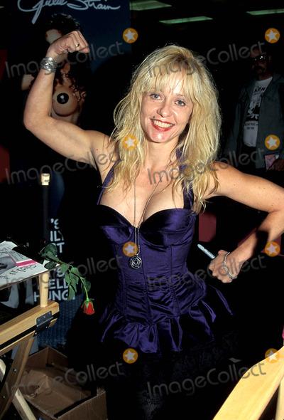 Linnea Quigley Photo - Sd0923 Glaorcon Linnea Quigley Photo Byed GellerGlobe Photos Inc 1995