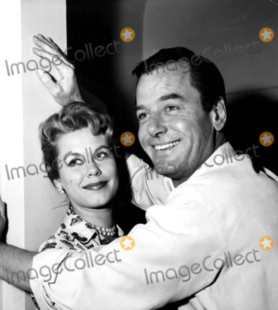 Gig Young Photo - Gig Young and Elizabeth Montgomery 1959 Photo by Globe Photos