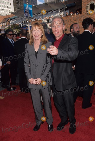 Amy Madigan Photo - Ed Harris with Amy Madigan the Truman Show Premiere in Los Angeles 1998 K12502fb Photo by Fitzroy Barrett-Globe Photos Inc