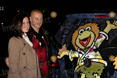 Anita Ko Photo - I14538CHW Volkswagen  The Jim Henson Company Presents The Dr Romanelli Fraggle Rock Clothing Collaboration  The Anita Ko Fraggle Rock Costume Jewelry Collection Kitson West Hollywood CA  120909 JOEY LAWRENCE AND WIFE CHANDIE YAWN-NELSON   Photo Clinton H Wallace-Photomundo-Globe Photos Inc 2009