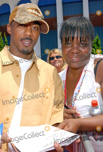 Ralph Tresvant Photo - Lincoln Presents 19th Annual a Midsummer Nights Magic Celebrityall-star Basketball Game at the Forum in Inglewood California 08012004 Photo by Valerie GoodloeGlobe Photos Inc 2004 Ralph Tresvant and Fan