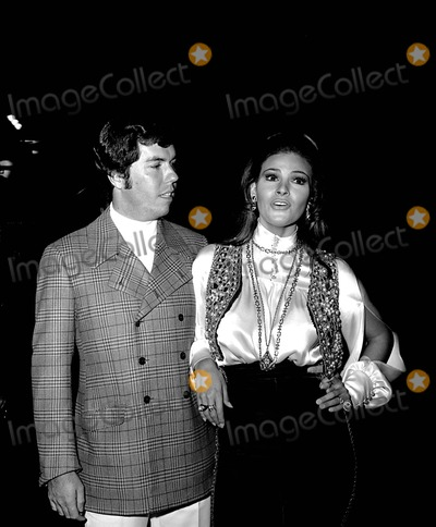 Raquel Welch Photo - Raquel Welch with Husband Pat Curtis at Lady in Cement Premiere 1161968 6035 Photo by Phil RoachipolGlobe Photos Inc