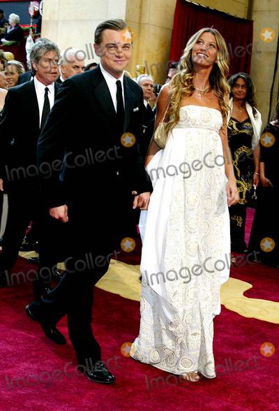 Leo DiCaprio Photo - 77th Annual Academy Awards (Red Carpet Arrivals) at the Kodak Theatre California 2-27-2005 Photo Globe Photos Inc 2005 Leo Dicaprio and Gisele Bundchen